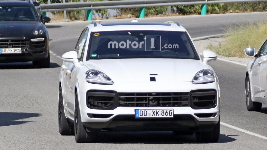 Flagra do Porsche Cayenne 2018